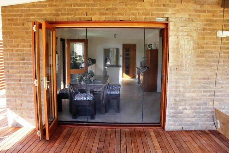 Bifold-doors-with-2-magnetic-closure-Flexiscreen